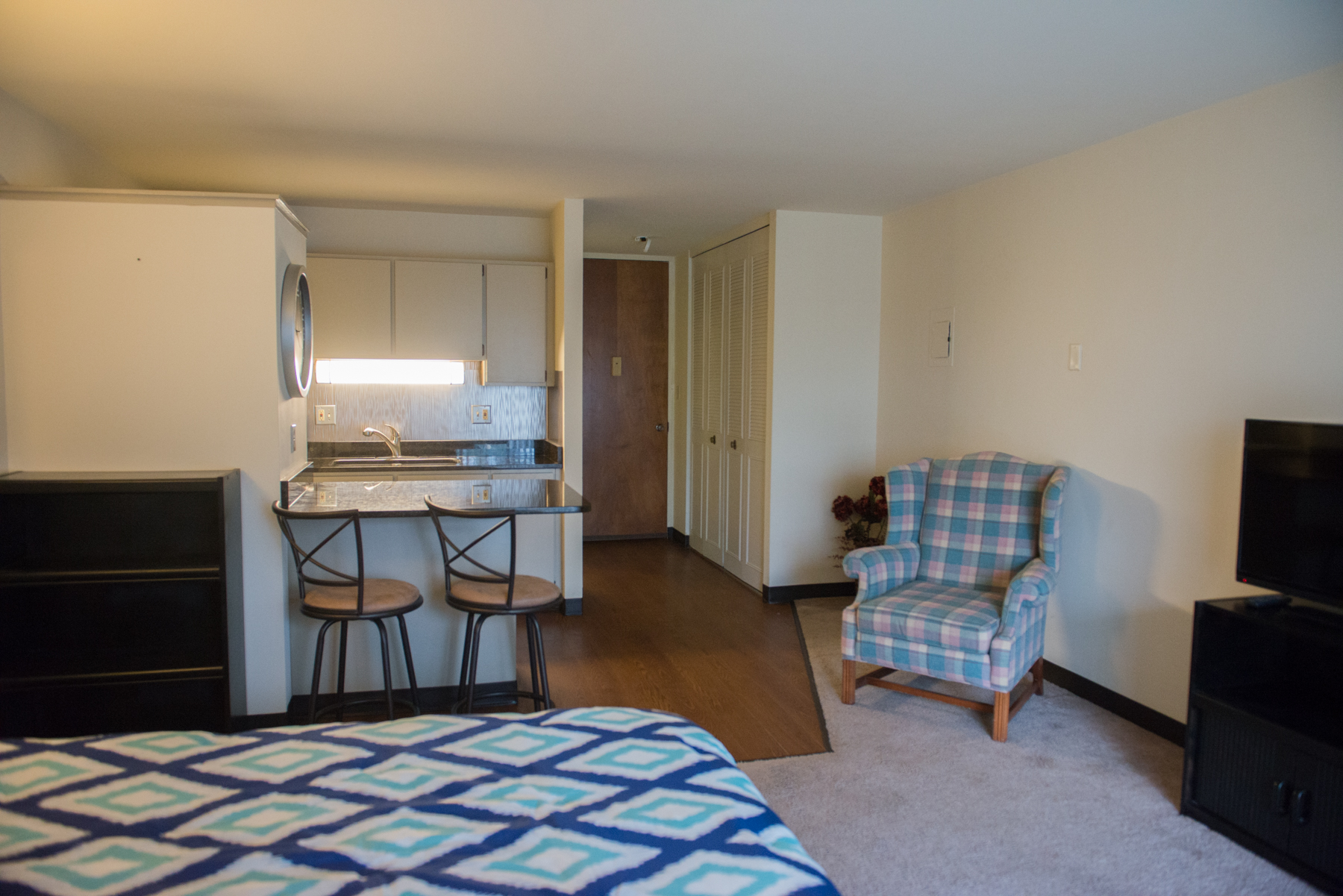 Gallery portage trail east apartments for Furnished studio apartments